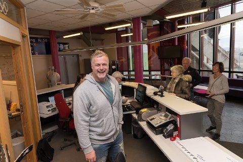 GLAD: Kultursjef Morten Midtlien har fått de første tallene fra Ticketmaster, og stråler av glede.