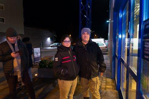 FØRST: Mery og Namroud Malaky var først ute foran Elkjøp fredag morgen.