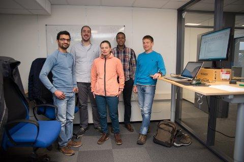 TEAM: Hamar-teamet til Secure-NOK: Fra venstre: Jishnu Nair, Victor Martin, Siv Hilde Houmb og Ahmed Gurhan, Erlend Engum.