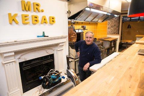 MR. KEBAB: Her er han, Mr. Kebab, eller Elias Movassi.