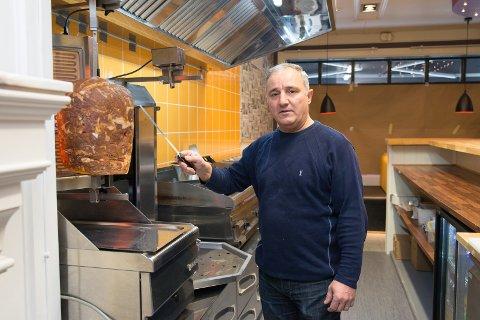 PIONER: – Ingen ville smake kebab, selv om jeg ville gi bort retten gratis, sier Elias om den litt kronglete oppstarten i 1996.