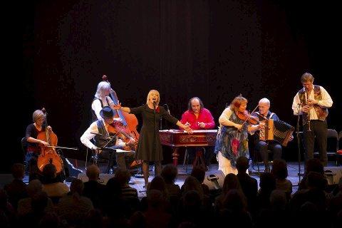 Lager liv: Søndag kveld blir det konsert i Hamar Teater. Foto: privat