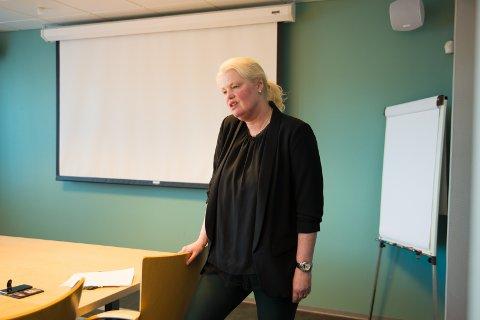 INGEN NEDLEGGELSER: Fylkesråd Aasa Gjestvang presenterte innstillingen fredag.