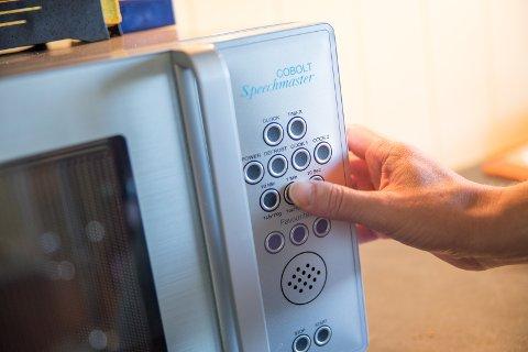 MIKRO: Hjemme i boligen har Øystein en snakkende mikrobølgeovn.