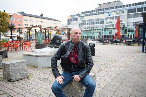 ENGSAJERT: Terje Vindigåret Larsen håper folk engasjerer seg i Rosa sløyfe-aksjonen.