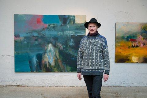 PÅ VEGGEN: Bjørnulf Dyruds malerier henger i Hamar Sagbladfabrikk ut februar.
