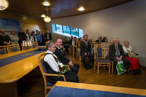 MANGE: Gjester og skuelystne fyllte opp formannskapssaken.