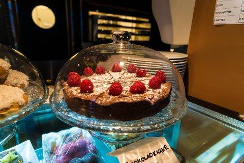 KAKER: Hjemmelagde kaker står på menyen til det nye serveringsstedet.