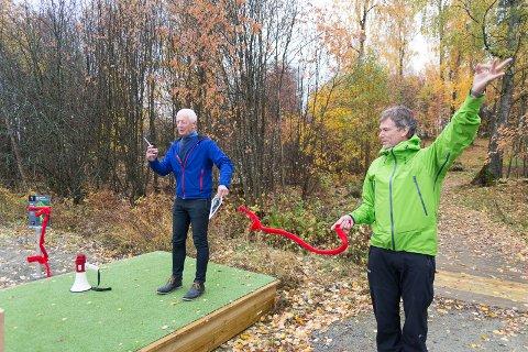 ÅPNET: Einar Busterud åpnet anlegget på Børstad. Her står han sammen med ungdomsskolerektor Ole Christian Hem.