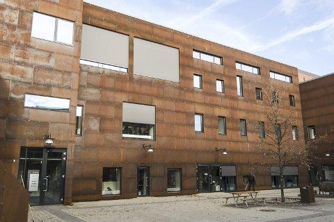 TOPPEN: På toppen av Melkefabrikken har Anti sine lokaler, som har panoramautsikt over Mjøsa. Foto: Jo E. Brenden