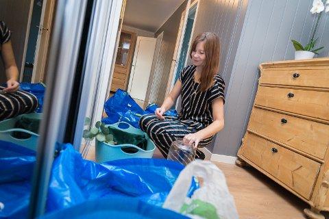 EGNE TING: Kristin har hentet interiør og pyntegjenstander fra et lager.