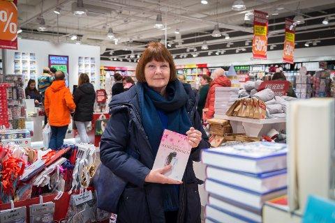 SIGNERING: Ingeborg Haug har skrevet «Sangerinnen». Nå venter en tid med salg og signeringer.