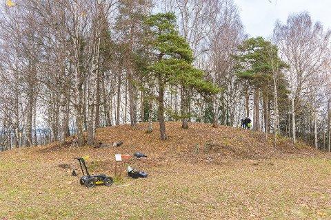 GRAVPLASS? Skjuler Haugen på Elvsholmen en gravplass fra vikingtiden?