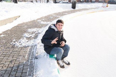 VIL INTERGRERES: – Nå vil jeg lære meg å gå på ski, sier Hussein Mahmoud.