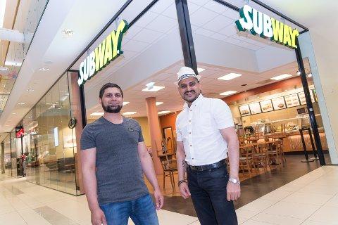 KLARE: Ghulam Rasool Shazad og driver Ghulam Abbas er klare for en feststemt åpning av Subway på CC Hamar.