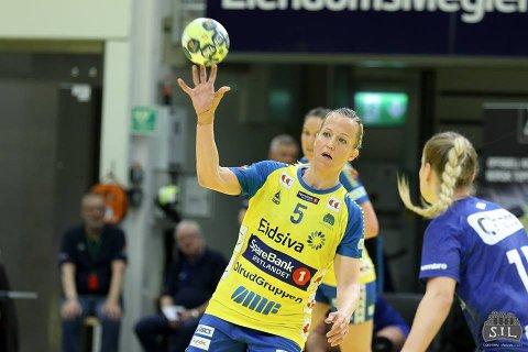 PLOGGER: Heidi Løke slår et slag for å jogge og plukke søppel samtidig.