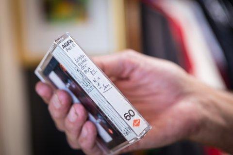 FUNNET IGJEN: Her er kassetten med intervjuet fra 1984, funnet igjen på Hamar 34 år senere.