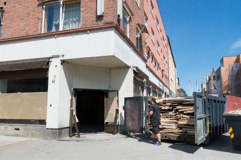BYGGES OM: Hamar Sportsbar er historie. Nå har ombyggingen av lokalen startet, og neste år blir det Heim Gastrobar i disse lokalene.