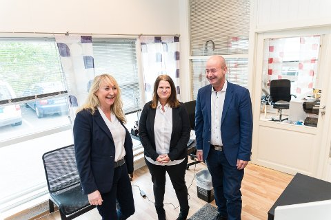 GOD STEMNING: Mona Bjerke har oppbemannet sitt firma og har fått inn Linda Tronstad og Thomas Tangen på sitt lag. Og nå har de nye lokaler.