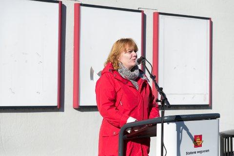 TAKKET: – Takk for tålmodigheten, sa fylkesråd for samferdsel i Hedmark fylkeskommune, Anne Karin TorpAdolfsen.