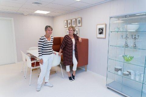 GLEDER SEG: Mete Willas og Bente Sydtangen gleder seg til å vise resten av de ferdigoppussede lokalene for medlemmene.