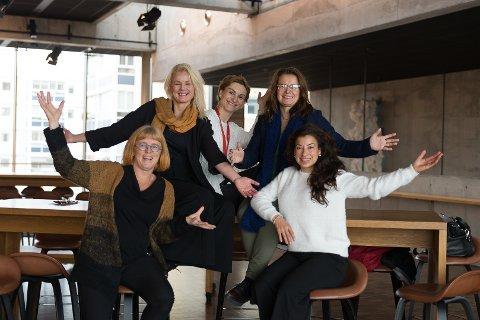 NY MØTEPLASS: Foran f.v.: Goro Ree-Lindstad og Linn Alice Slora Kristiansen. Bak f.v.: Therese Enger Andersen, Svetlana Meteleva og Eli Bryhni er klare for første After Work Innlandet.