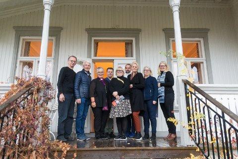 KLARE: Anders Aschim (Høgskolen i Innlandet), Tore Stenersen (Hamar katedralskole), biskop Solveig Fiske, Håvard Bjørkås (Hamar bidspedømme), Liv Bjellastuen (Hamar katedralskole), Magnus Sempler Holte (Domkirkeodden), Therese Enger Andersen (Hamar bibliotek), Torill Steivang og Vigdis Stensby (Statsarkivet).