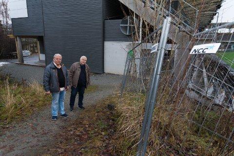 PÅ TOMTEN: Per Gustavsen og Tore Johnstad på tomten hvor man skal oppføre det nye klubbhuset til HamKam.
