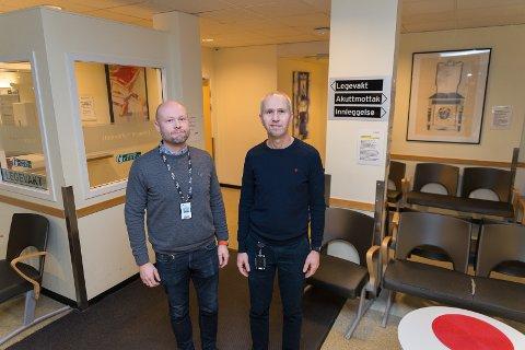 FULLT VENTEROM: Atle Rørbakk og overlege Bent Lindberg tror venterommet på legevakten fylles opp i julen.