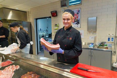 PATRIOTER: – Folk vil gjerne støtte opp om lokale produkter, sier ferskvaresjef Hanne Nybakkene hos CC Mat.