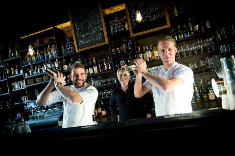 NYSKAPENDE: Oliver Weber, Cathrine Jensen og Clas Kjernli skal forene mat og drinker på Basarene.