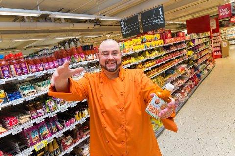 UT I LANDET: Hamar-kjøkkensjefen Fredrik «Fred the Chef» Aarnes' ingefær- og chilisaus er nå i salg over hele landet.