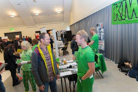 NY MULIGHET: Atle Meszaro var på jakt etter nye utfordringer i fjor. Han fikk informasjon fra Jon Sivertsen på Kiwis populære stand i oktober.