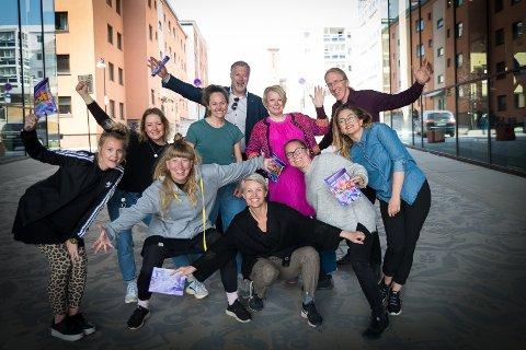 STØRRE FESTIVAL: Move Dansefestival vokser. Foran fra venstre: Hanna Eikli og Therese Slob (Ps:Dance), Pia Holden og Anne Ekenes (Panta Rei/TILT) og Lise Skjæraasen. Bak fra venstre: Silje Gundersen (Teater Innlandet), Annette Brandanger (Sib Dance Lab), kultursjef Morten Midtlien, Inger Lise Libakken (Kunstbanken Hedmark Kunstsenter) og Sveinung Moesgaard Skjesol (Hamar Salsaklubb).