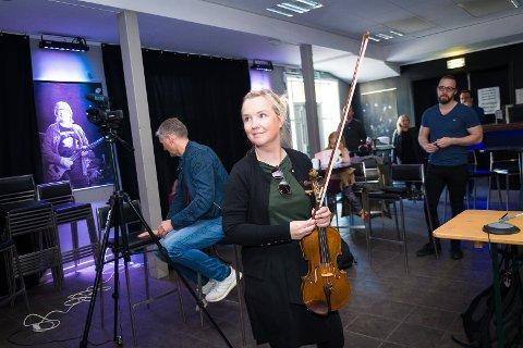 ENDRET LIVET: Aud Ingebjørg Barstad har gått fra å jobbe i bank til å være musikklærer. Et valg hun ikke har angret på.