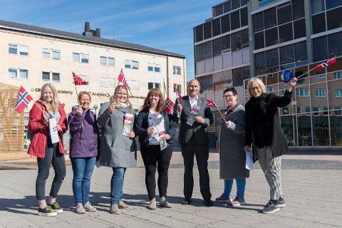 17. MAI: 17. mai-komiteen i Hamar Nora Jensen, Rita Westad, Agnete Børresen, Merete Nilssen, Erling Behrens, Lillian Arnesen og Christel Meyer er klare for 17. mai-feiring i Hamar.