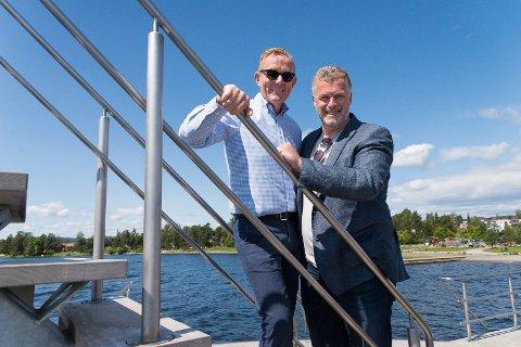 GLEDER SEG: Styremedlem i Festspillene i Elverum, Tor Rullestad, og kultursjef Morten Midtlien mener de har truffet blink med årets Soloppgangkonsert-artist.
