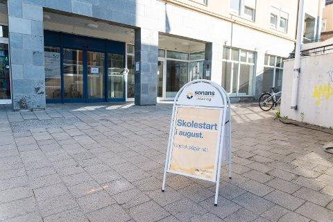 GRØNNEGATA: Toppetasjen på postbygget i Grønnegata 52 huser den nye skolen.