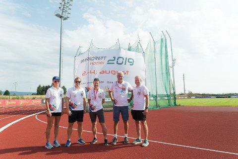 KLARE: NM-komiteen er klare for friidrettsfest i Hamar. Fra venstre: Marianne Myklebust, Frederik Garshol, Kjetil Kjærnes, leder Torbjørn Almlid og Kristian Skjeseth.