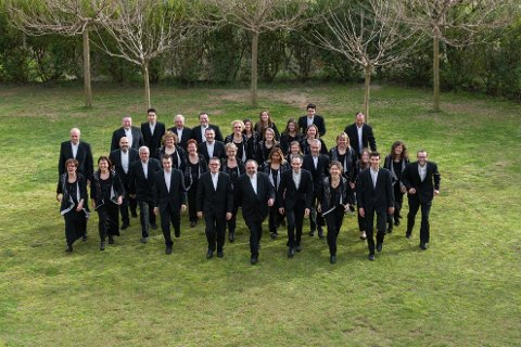 BESØK: Det spanske koret Polifònica de Puig-Reig synger sammen med Damens Aften søndag.