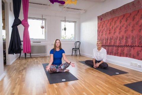 HARMONI: –  Det skal være koselig å komme hit, sier Heidi Ann Hanssen og Karin Austeng hos Studio 108.