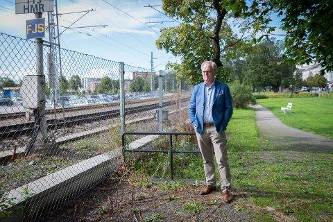 UTVIKLING: Høyres ordførerkandidat, Knut Fangberget, mener byutvikling har fått for liten plass i valgkampen. Drømmen er at jernbanesporet forsvinner fra sentrum.