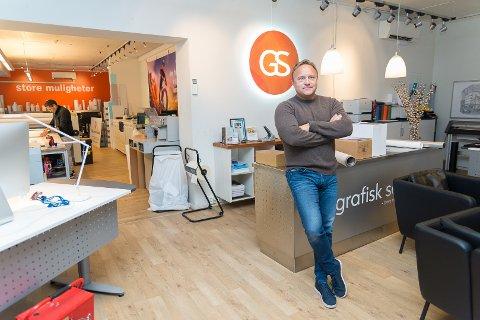 BELEILIG: Werner Porsvik hadde allerede blitt lokket til å flytte bedriften Hamar Grafiske Senter tilbake til Brumunddal da han fikk oppsigelsen.