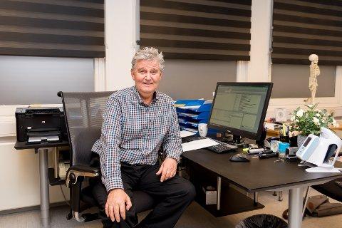 POPULÆR: Runar Rekve har holdt på som fastlege i Hamar i 40 år. En populær lege i byen legger nå yrkeskarrieren på hylla.