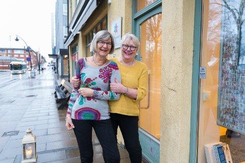 HELTINNE: For May Næss (til høyre) er Gerd Elisabeth Nonstads frivillige arbeid med kreftrammede gjennom 25 år, historien om en ekte heltinne.