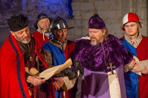 HEFTIG: Det blir et dypdykk i Hamars historie når En Hamarkrønike» spilles på Domkirekodden kommende helg.