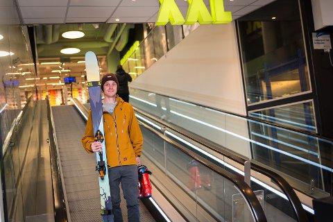 SLO TIL: Kristoffer Trengereid kjøpte bindinger til alpinskiene på XXL.