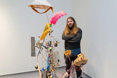 RØRE: - Jeg håper folk tar kunsten min i bruk, sier hamarsingen Torgrim Torve, som deltar med sitt feedbackinstrument .