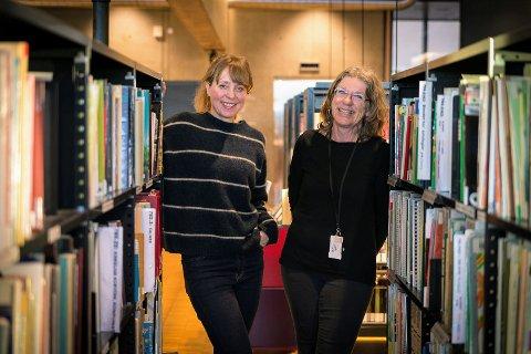 STENGT: Elise Kristensen jobber til daglig på Hamar bibliotek. Her er hun sammen med Elin Linge Hermansson, som også jobber hardt med å skaffe smittevernutstyr.