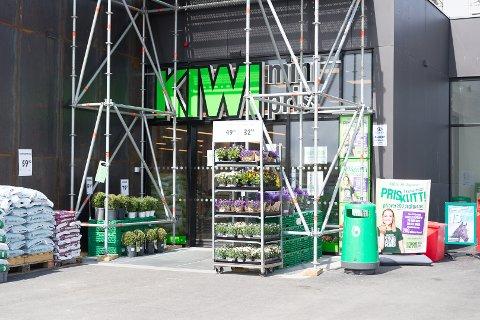 KONKURRANSE: Dagligvarehandelen satser mer på blomstersalg. Jills blomster utfordrer gigantene.